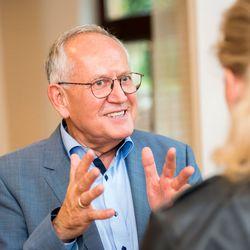 Klaus Schmitt ist der Moderator der Zahnarzt-Unternehmer-Workshops