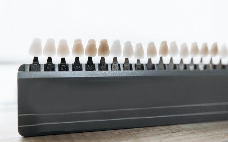 Zahnfarben Musteraufsteller